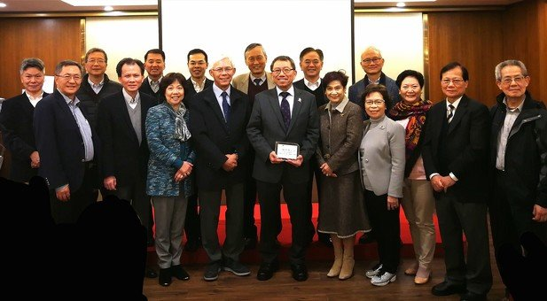 Prof. Rocky Tuan accompanied by the EXCO members and senior members of the Foundation