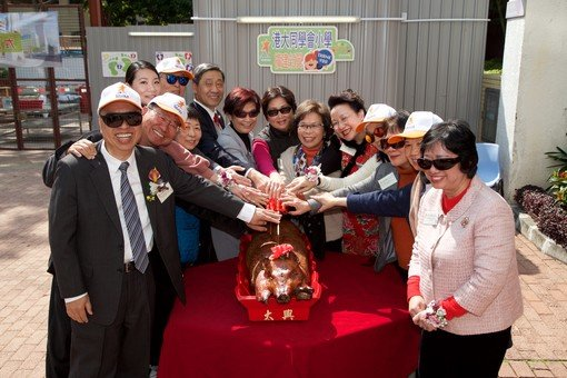 Roasted Pig Cutting Ceremony From Left: Mr. Stanley Chu, Mr. Yeung Pak Sing, Ms. Agatha Ip, Ms. Irene Chow, Dr. Philip Tong, Dr. Patrick Poon, Mrs. Mabel Lee, Mrs. Wendy Poon, Mrs. Annie Chu, Mrs. Teresa Tong, Mrs. Eliza Fok, Mrs. Lo Lee Oi Lin, Ms. Julita Chan and Ms. Christina Wong